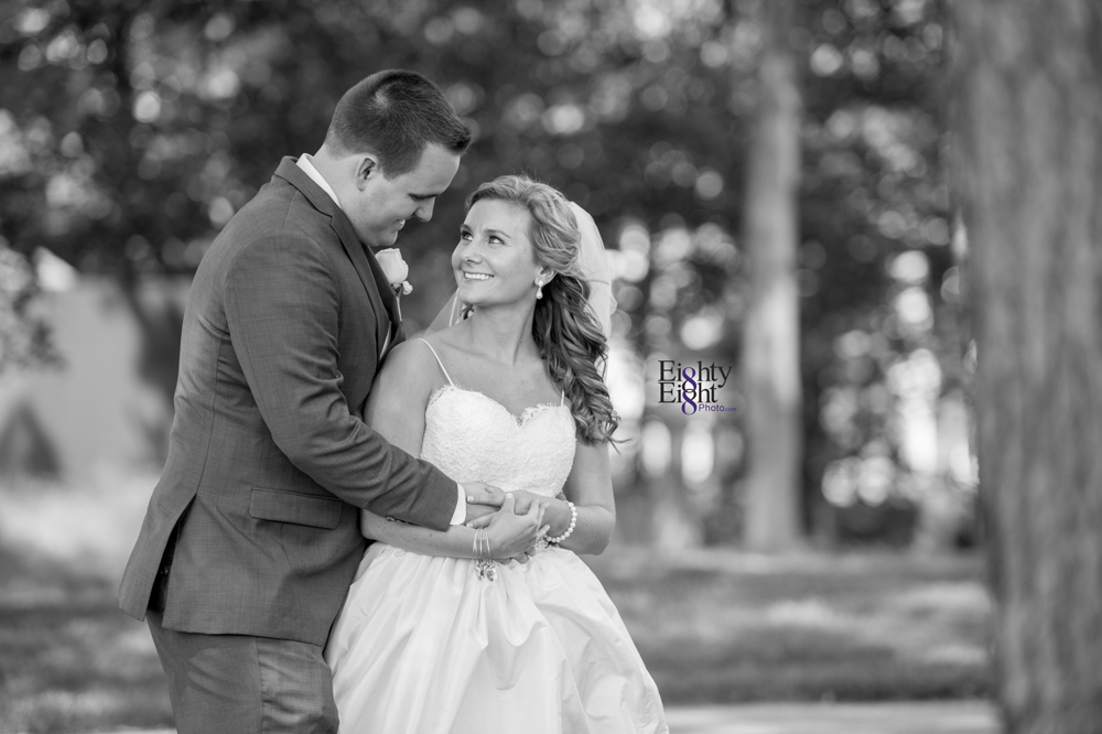Eighty-Eight-Photo-Photographer-Photography-Aurora-Ohio-Barrington-Golf-Club-Wedding-Outdoor-Ceremony-Bride-Groom-Unique-Wedding-Party-35