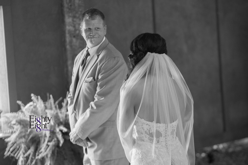 Eighty-Eight-Photo-Photographer-Photography-Ohio-Thorn-Creek-Winery-Wedding-Bride-Groom-Unique-Wedding-Party-Outdoor-Aurora-Beautiful-16